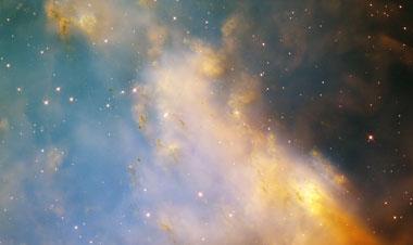 Der Dumbbell Nebel, die Asche, die ein sterbender Stern in den Weltraum bläst (Foto NASA und Hubble Heritage Team)